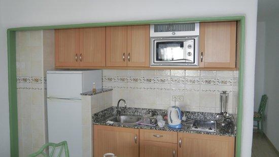 Apartamentos Barcarola Club: kicthen