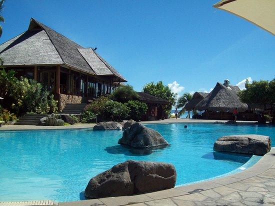 Beach bungalows picture of hilton moorea lagoon resort for Garden pool bungalow hilton moorea