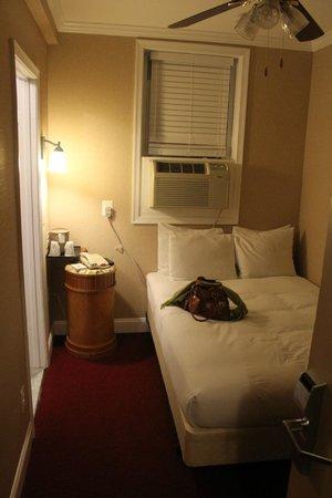 District Hotel Washington: bed