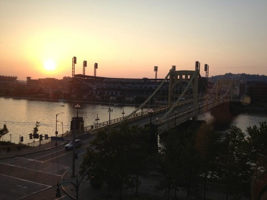 Renaissance Pittsburgh Hotel: Sunset over Pirates Stadium