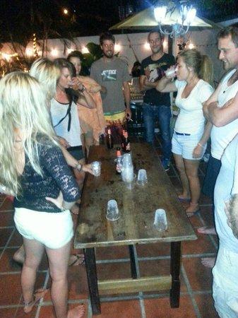 Hostel Villa Vento Surf: flip cup