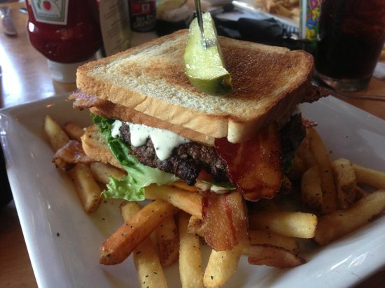 Eddie George's Grille 27: The DELICIOUS BLT Burger w/ Fries