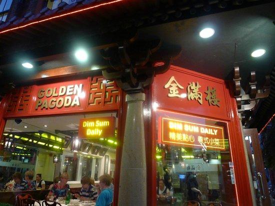 Golden Pagoda : Restaurant signage