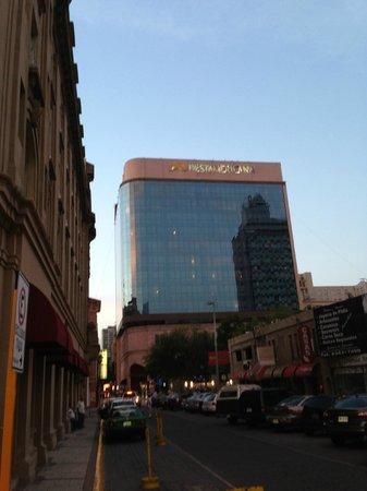 Krystal Monterrey: Fachada del Hotel Fiesta Americana Monterrey