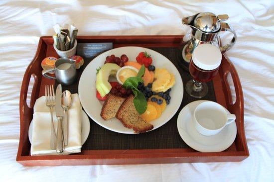 Hilton Quebec: Room Service Brkfst - Fruit plate