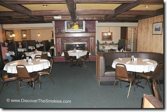 Fireside dinig picture of fox hound restaurant for Dining in newport tn