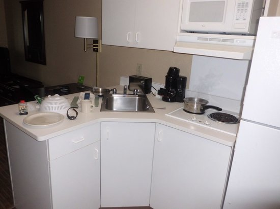 Extended Stay America - Indianapolis - Airport: Kitchen