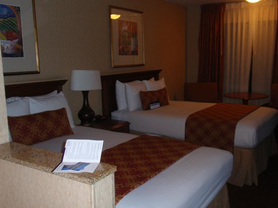 Best Western Plus Anaheim Inn: another view of the room