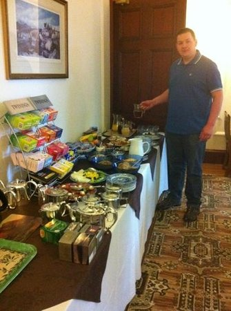 Tigh na Sgiath Country House Hotel: enjoying an amazing breakfast