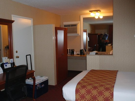BEST WESTERN PLUS Anaheim Inn : inside our room