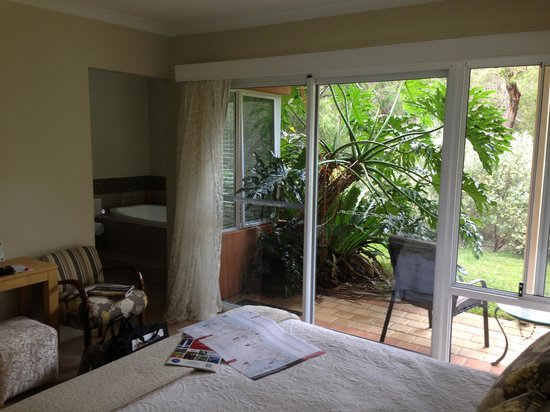 Margaret River Bed & Breakfast: Bedroom and spa
