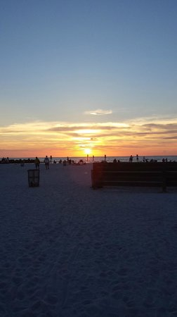 Frenchy's Oasis Motel: Clearwater Beach Sunset