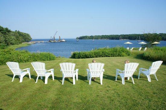 Island View Inn: By water