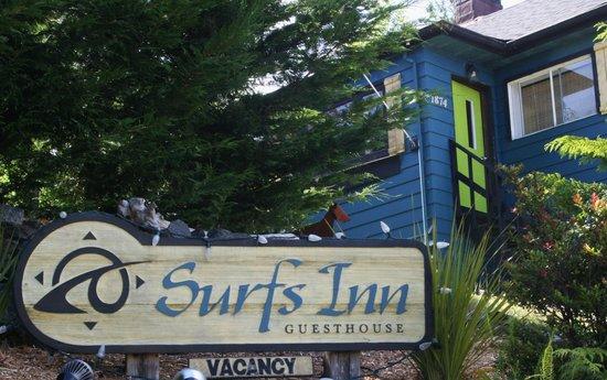 Surfs Inn Rainforest Cottages and Guesthouse : Surfs Inn Guesthouse sign