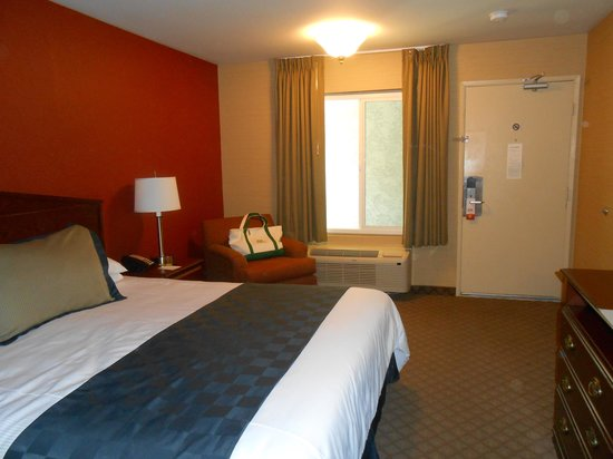 Motel 6 La Mesa CA: Bed and Comfortable Chair