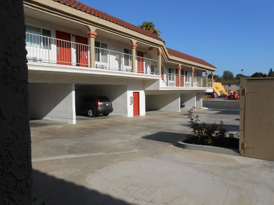 Motel 6 La Mesa CA: Almost 1/2 is covered parking