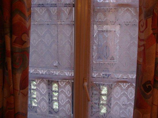 Hotel Le Francais : Hotel window