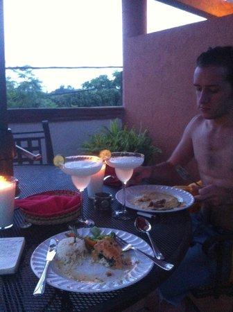 Villa del Tepoz Fuego: Dinner on the patio