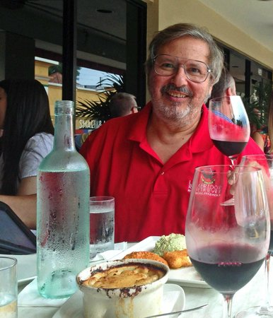 Carmel Kitchen Wine & Bar: Enjoying an outside table at Carmel Cafe