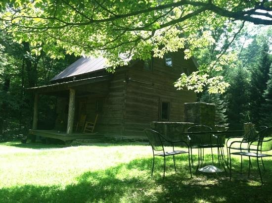 Lake Eden Events & Lodging: lake Eden cabin with patio