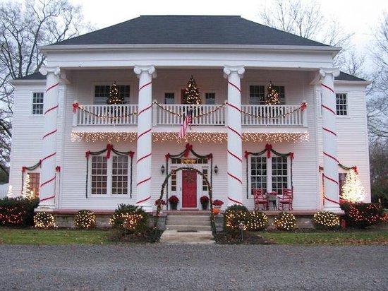 Lane Street Inn Shelbyville: Christmas House