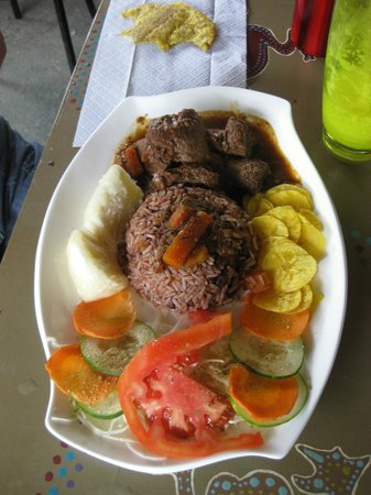 Surf Caribbean Food : Gallo pinto (rice & beans) with beef