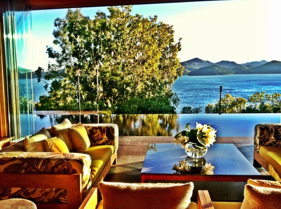 Qualia Resort: Breakfast light ...