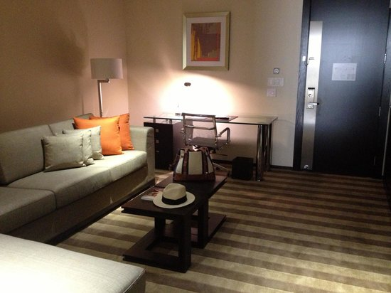 EB Hotel Miami Airport: I had thus whole area to myself! The pull out bed was comfortable surprisingly
