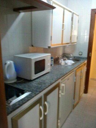 Aparthotel Veramar Malaga: kitchen