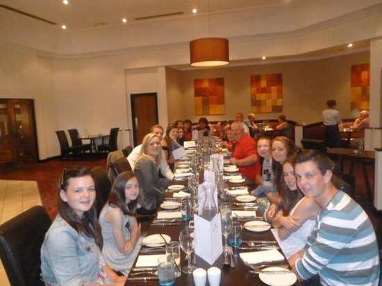 Riverside Lodge Hotel : family meal