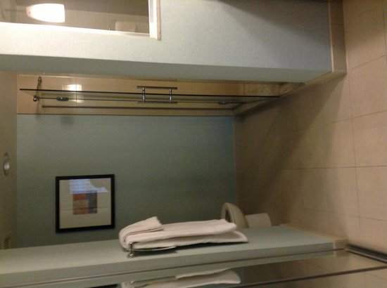 HYATT house Fort Lauderdale Airport & Cruise Port: Stand up bathroom 917