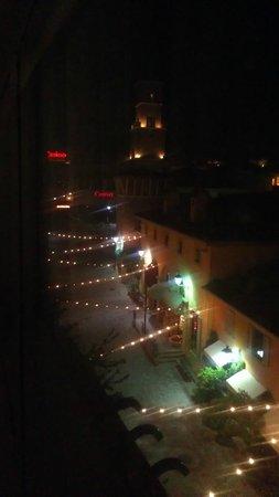 Aston MonteLago Village Resort: Night view from side patio