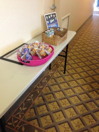 Hawthorn Suites by Wyndham Denver Tech Center: Grab and Go breakfast