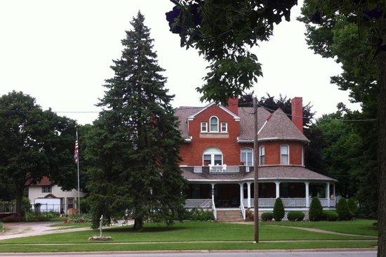 Momence, IL: Beautiful Wilkstrommanner Manor