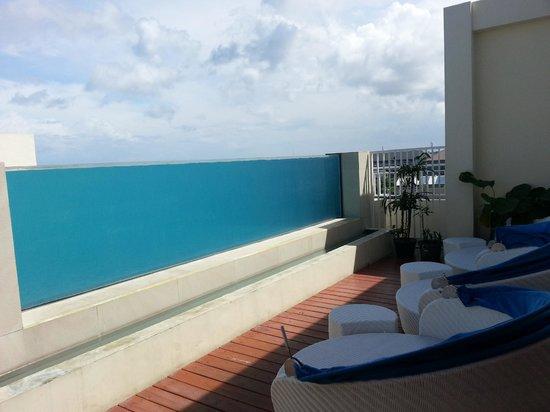 Atanaya Hotel: the roof top pool