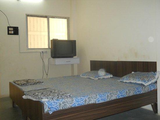 Hotel Odhav: room