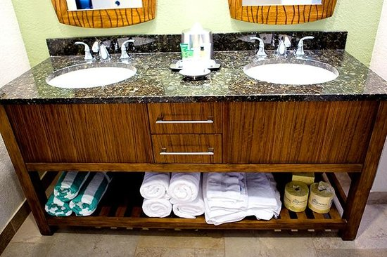 The Bay Club at Waikoloa Beach Resort: double sink in a master-bathroom