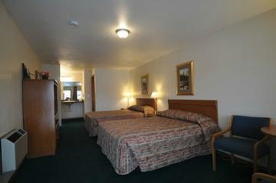 Legacy Inn: Two Queen Beds