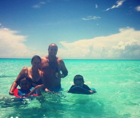 Alberto's Beach: Toda la familia, disfrutando de esta hermosa playa