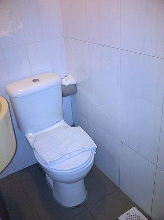 Arianna Hotel: Bathroom