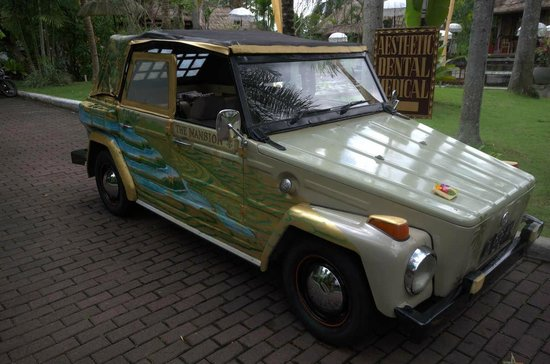 The Mansion Resort Hotel & Spa: Lots of great vehicles