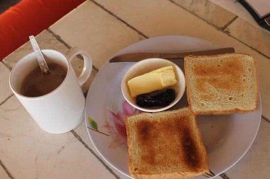 Soluna Guest House: simple breakfast