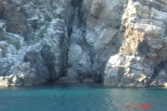 Ste LOISIRS de TABARKA: Grotte au pied de la Galite