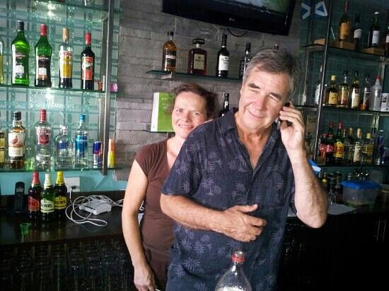 RENdezVOUS Cafe - Bar - Lounge: mein hosts