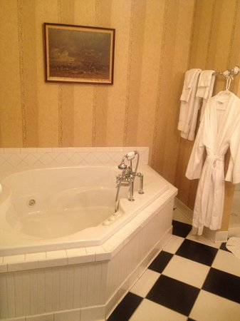 Springside Inn: My favorite suite! Room 31 with Jacuzzi!!!