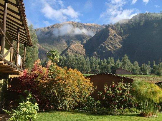 The Green House Peru: Morgen i dalen, hvor solen endnu ikke havde brændt alle skyerne af