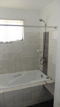 Cebu R Hotel - Capitol: shower