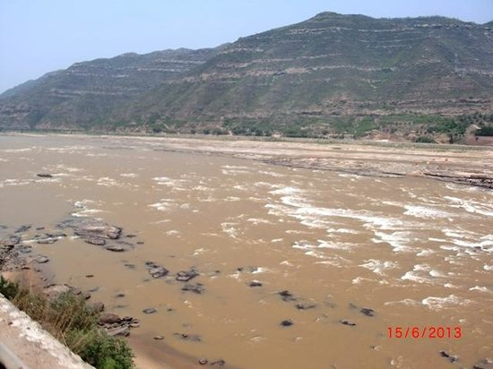 Hukou Waterfall: The mighty Yellow River.