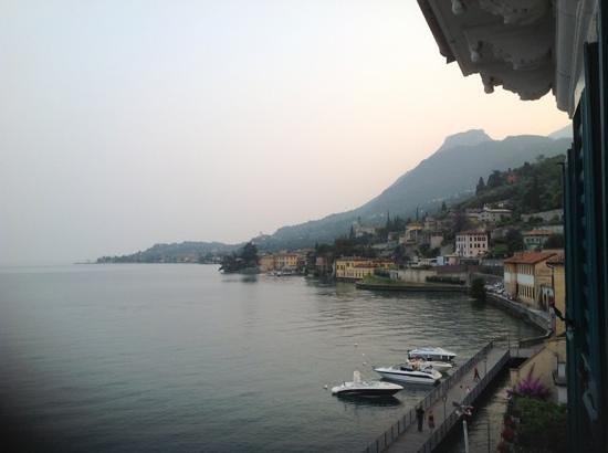 Hotel Garni Riviera: evening view from Limone room