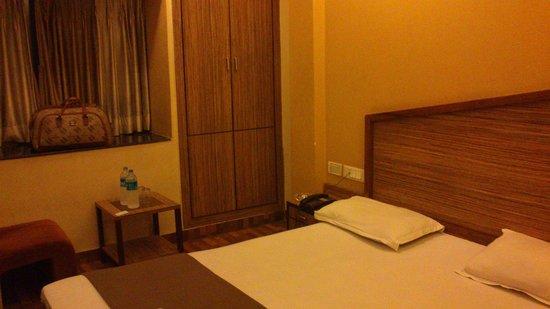 Hotel Trimoorti: Room 102